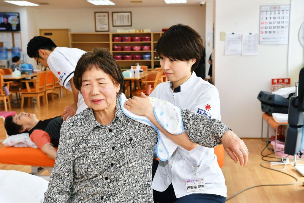 【奈良市】機能訓練員として、高齢者のかたをサポートしませんか?